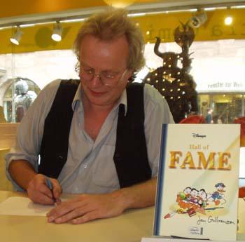 Jan Gulbransson beim Signieren